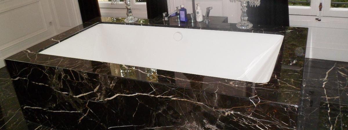 baignoire cubique en marbre